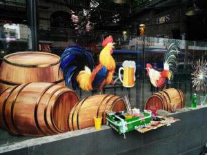 Vẽ tranh kính trang trí tết nhà hàng Con gà trống