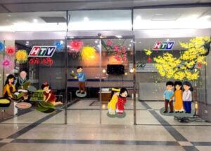 Vẽ tranh kính trang trí tết hoa đào hoa mai văn phòng công ty