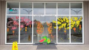 Vẽ tranh kính trang trí tết hoa đào hoa mai dự án